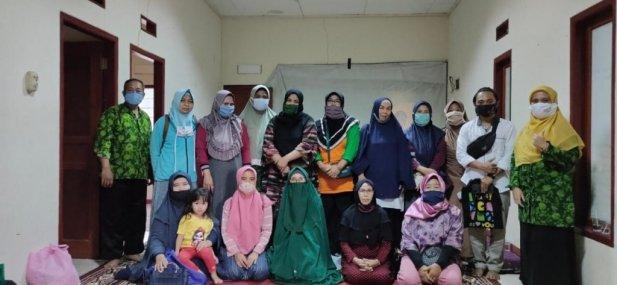 Pelatihan sistem jaminan halal dan Kemasan bagi UMKM di Kabupaten Bogor
