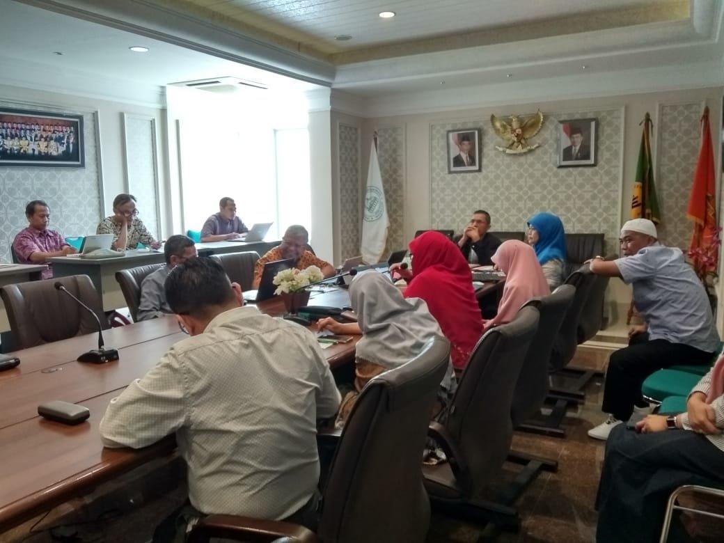 Rapat dipimpin oleh Ketua Senat Dr.Ir.Mohammad Ali Fulazzaky