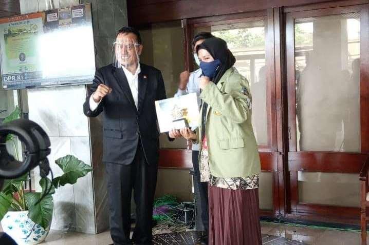 Mahasiswa UNIDA Bogor Raih Juara Favorit  Lomba Orasi Bintang Orator TV dan Radio Parlemen DPR RI