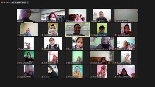 Direktorat Kemahasiswaan UNIDA Bogor Bekali Calon Alumni Melalui Webinar Karir